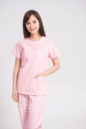 【7天~10天出貨】女圓領刷手衣褲 – 淺粉紅 (左肩雙釦) 短袖